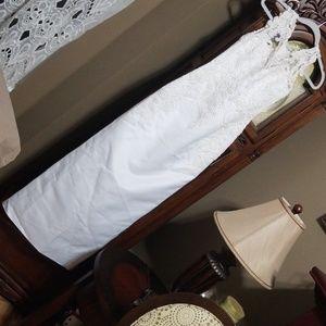 Gloria Vanderbilt wedding dress, trend & crown